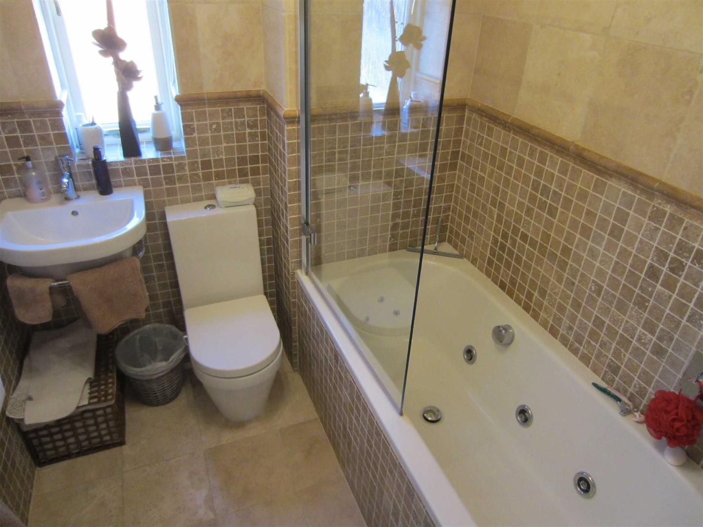 Ideal standard alto bathroom suite - St Fremund Way Millpool Meadows Leamin Cv31 3 Bed